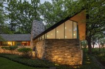Frank Lloyd Wright Home With Unusual Materials Hits