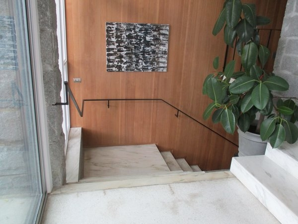 Photo 17 Of 32 In Mid Century Modern House By Doug Clayton Dwell | Mid Century Modern Stair Handrail | Vertical | Decorative | Fixer Up | Living Room | Contemporary Curved Staircase