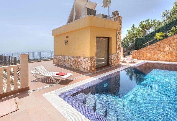 Holiday Rentals In Lloret De Mar Spain Villas Vacation
