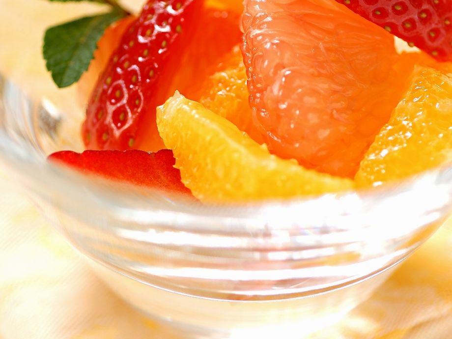 Tropical fruit cocktail Recipe | EatSmarter