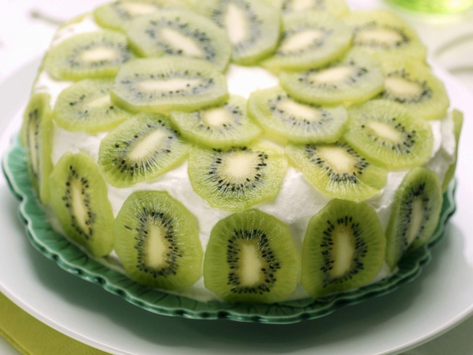 kiwi layer cake recipe | eatsmarter