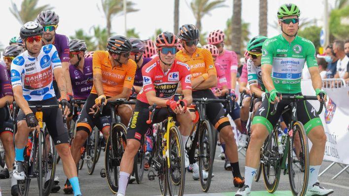 Damiano Caruso, Primoz Roglic y Fabio Jakobsen antes de iniciar la décima etapa. (EFE)