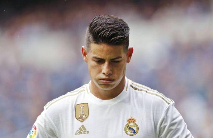 James abandona el campo en su segunda etapa en el Real Madrid. (Efe)