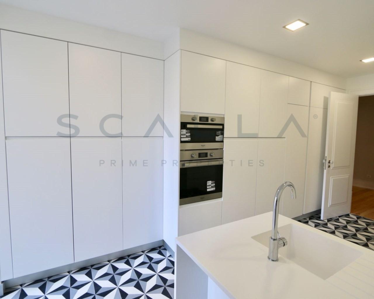 patio kitchen stainless steel shelves for 优秀的公寓与4间客房与露台在坎普pequeno scalla prime properties 厨房