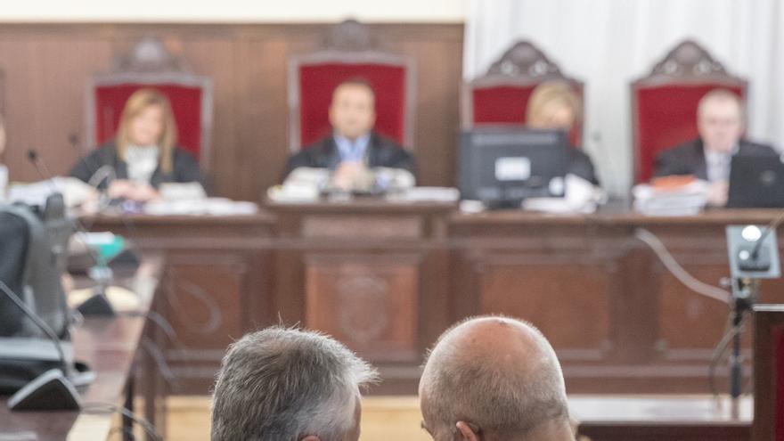 El juicio contra Chaves y Griñán por los ERE continúa este jueves con la lectura de los escritos de defensa