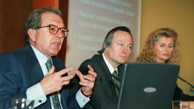 Los entonces ministros Eduardo Serra, Josep Piqué e Isabel Tocino, tras un Consejo de Ministros en enero de 2000. EFE
