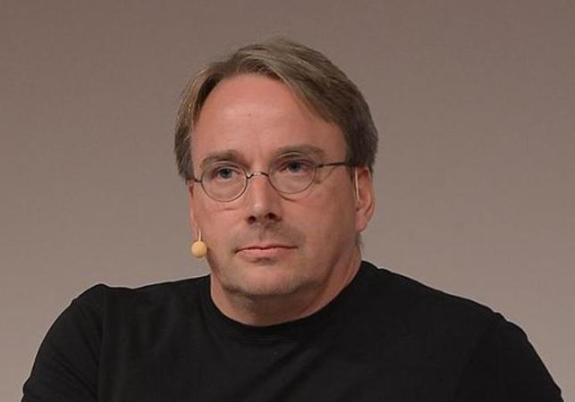 Linux, desarrollado por Linus Torvalds, cuenta con una licencia GNU que hace que el sistema operativo sea 'open source'