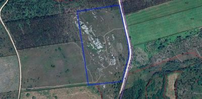 La parcela en la que se encuentra el yacimiento, destacada en azul en la cartografía del Catastro
