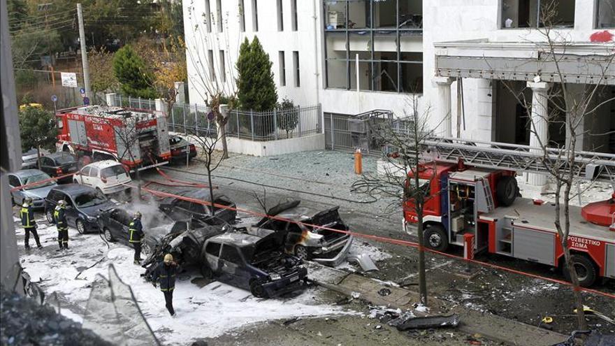 Nuevos ataques y amenazas de bomba contra edificios públicos en Grecia