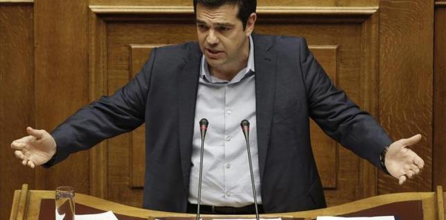 """Tsipras afirma que el Gobierno buscará """"alianzas"""" para mejorar el acuerdo final"""