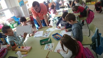 Alumnos de primero de Primaria del Colegio Montserrat de Madrid durante un taller de creatividad.