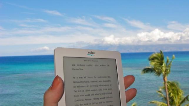Los e-readers y tabletas se han convertido en habituales en las playas
