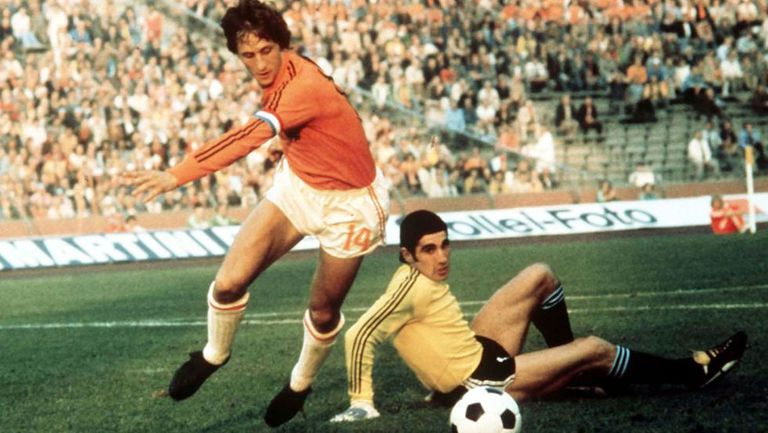 Soccer: Legendary Barcelona soccer coach and player Johan Cruyff dies | News | EL PAÍS in English