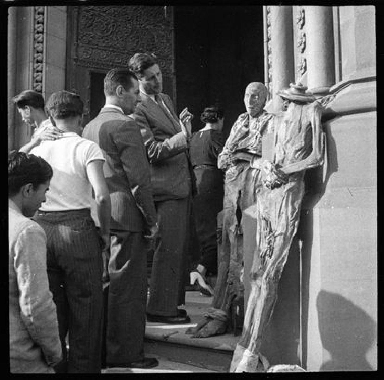 Exposición de monjas momificadas en el Convento de las Salesianas del Paseo de Sant Joan de Barcelona en julio de 1936 de Antoni Campañà.  / Archivo Campañà