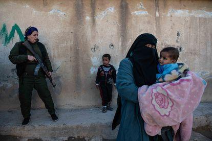 Un ataque contra ISIS en el campamento de Al-Hol el domingo.