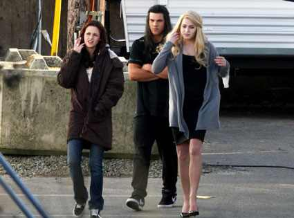 Kristen Stewart, Taylor Lautner, Nikki Reed, New Moon set