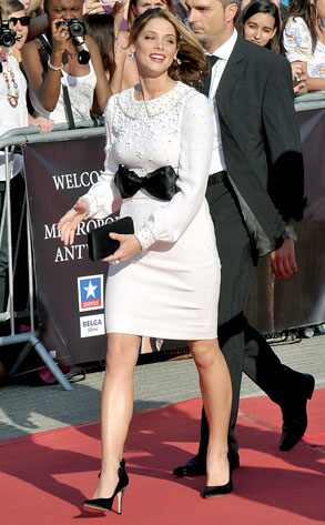 Bad Case of Senioritis  Ashley Greene's white Azzaro dress at the Eclipse Antwerp premiere would be pretty without the silly bow—and if she were 80 years old! C'mon, babe, you are twentysomething, why dress like you're having high tea with the queen?! Embrace your youth!