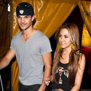 Taylor Lautner, Sara