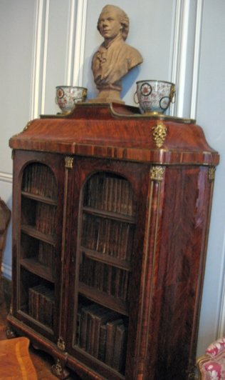 salon-gris-louis-xv_bookcase_6173