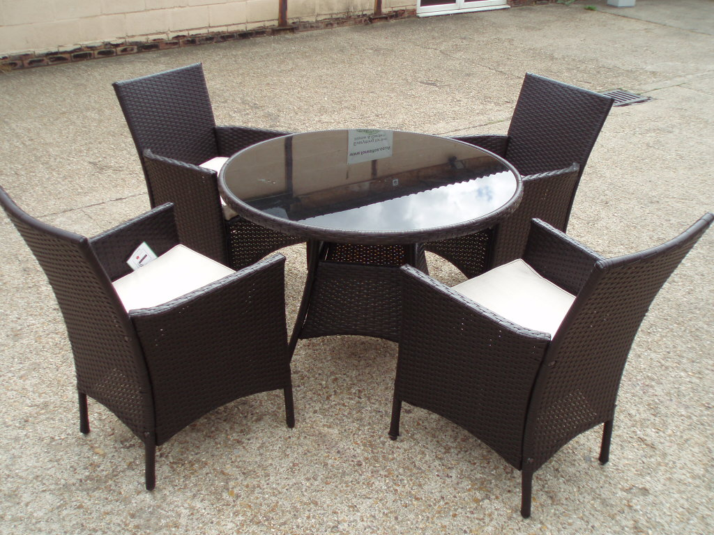 round patio chair kartell mademoiselle rattan table 4 arm chairs 43 cushions wicker glass