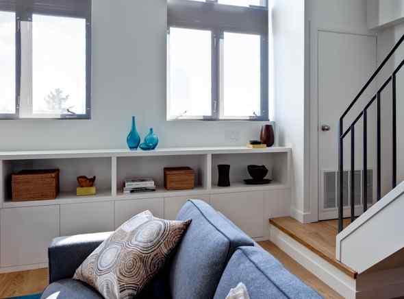 Colorido living en doble altura  Decoracin de lofts modernos