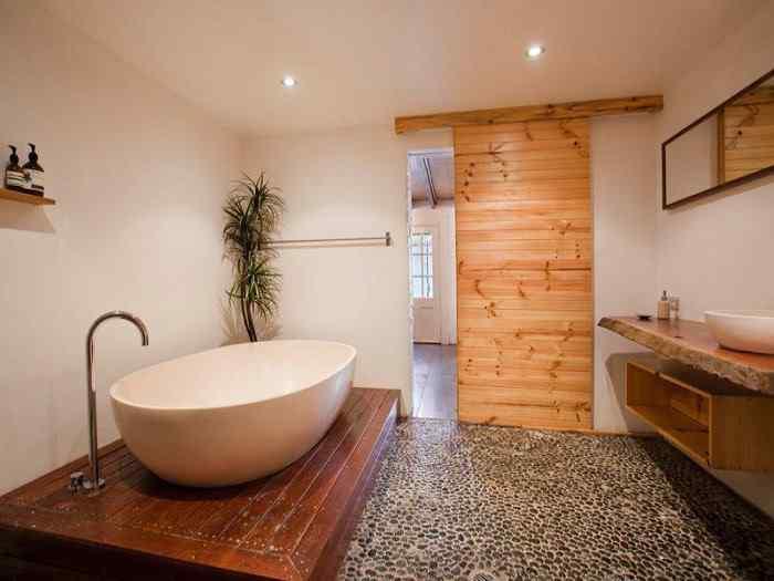 Casa urbana tradicional con acentos rsticos en Australia