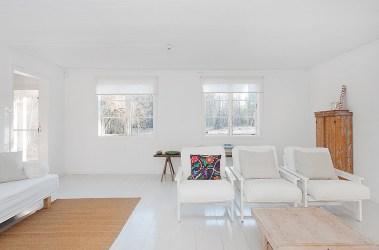 minimalistas interiores casa minimalista blancos casas blanco veraneo skeppsholmen madera brilliance peaceful colores living deco estilosdeco