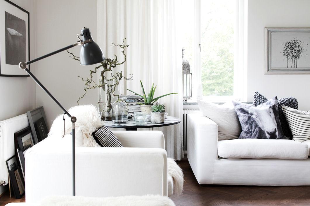 Casa con decoracin de interiores en blanco y negro