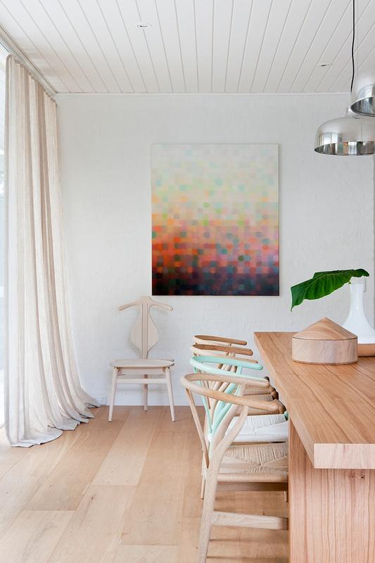 Casa moderna y minimalista con detalles en colores pastel