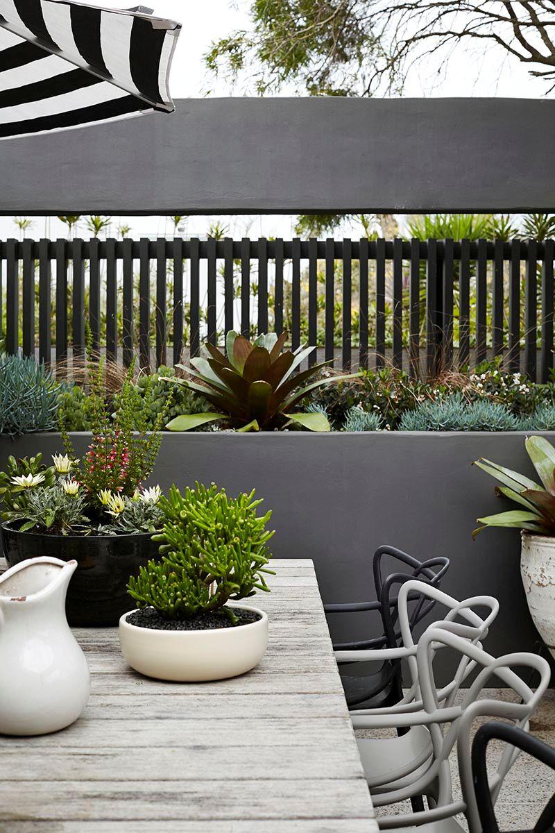 Terraza de diseo moderno en gris blanco y negro