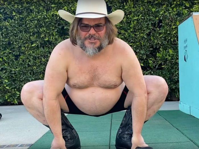 Jack Black si unisce a Tik Tok e balla con stivali e cappello da Cowboy nel nuovo video