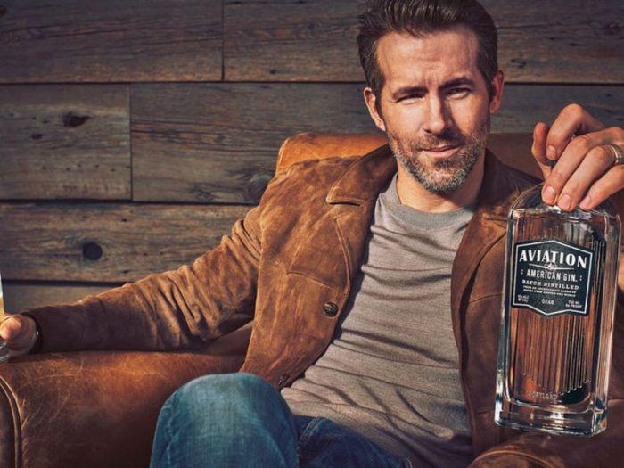 Ryan Reynolds, Bryan Cranston e Aaron Paul aiutano i baristi americani con i loro brand