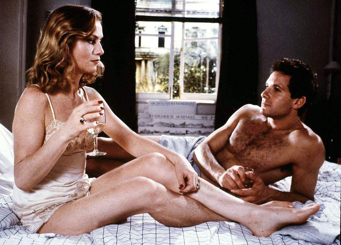 Stanotte in tv , 29 settembre, su rete 4 è in programma il film dal titolo camere da letto. La Finestra Della Camera Da Letto La Recensione Del Thriller Erotico