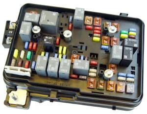 20112012 GMC Terrain Equinox 24L Engine Compartment Fuse Block Box Relays | Factory OEM Parts