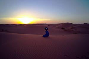 Preghiera serale nel Sahara.