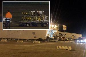 Un dettaglio delle bombe caricate sulle navi cargo in partenza per l'Arabia Saudita.
