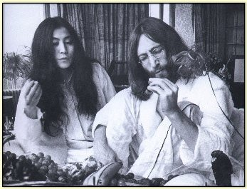 John Lennon and Yoko Ono - the-70s Photo
