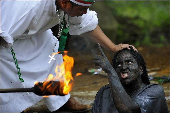 أغرب صور من حول العالم لعام 2011!