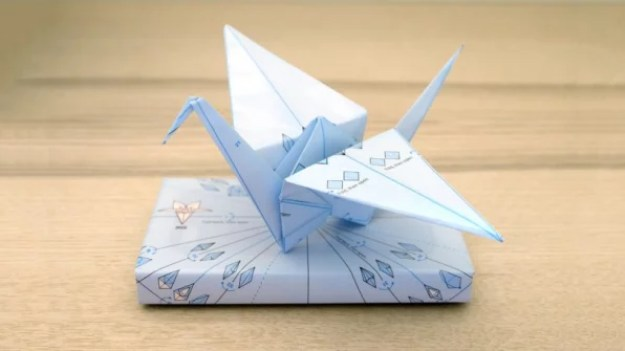02-this-clever-gift-wrap-has-a-second-life-813x457 This clever gift wrap is printed with origami instructions Interior