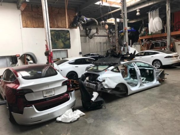 i-1-meet-the-renegade-whoand8217s-teaching-the-world-to-fix-totaled-teslas-609x457 Meet the renegade who's teaching the world to fix totaled Teslas Technology
