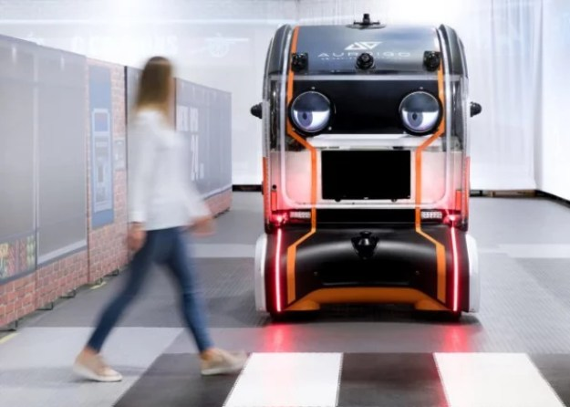 i-2-90231563-people-may-trust-more-autonomous-cars-that-look-like-muppets-640x457 People don't trust autonomous vehicles, so Jaguar added googly eyes Interior