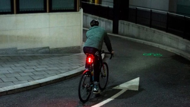 4-this-bike-shaped-laser-projection-can-make-cyclists-813x457 This bike-shaped laser projection warns cars that you're coming Inspiration