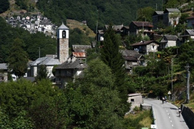 i-0-90246841-a-dying-swiss-alps-town-is-becoming-one-big-hotel-687x457 This tiny town in the Alps is turning itself into one big hotel Interior