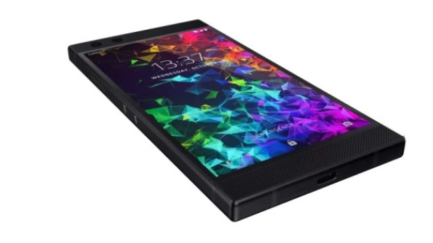 i-1-razer-2-813x457 Razer's new phone takes a defiant stand against notches Technology