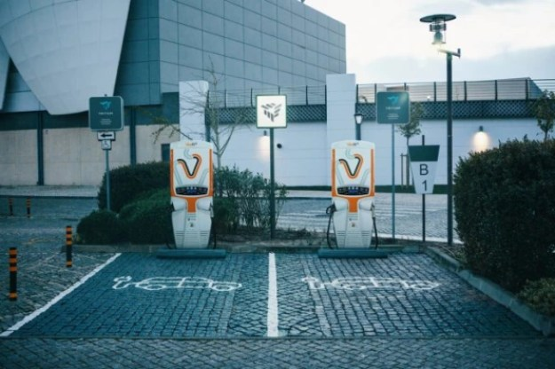 i-2-90247078-electric-car-chargers-are-coming-to-gas-stations-686x457 Want electric vehicles to scale? Add chargers to gas stations Inspiration