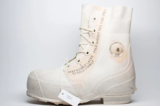 i-1-90261084-converse-rebuilt-chuck-taylors-for-snow-and-slush-686x457 Converse finally designs winter-proof Chuck Taylors Interior