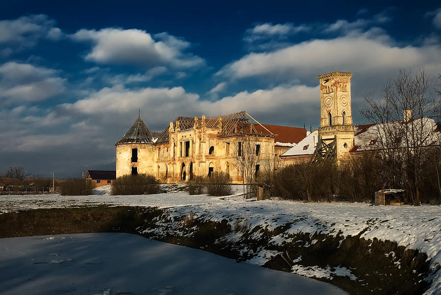 https://i0.wp.com/images.fineartamerica.com/images-medium-large-5/banffy-castle-in-transylvania-bogdan-dan.jpg