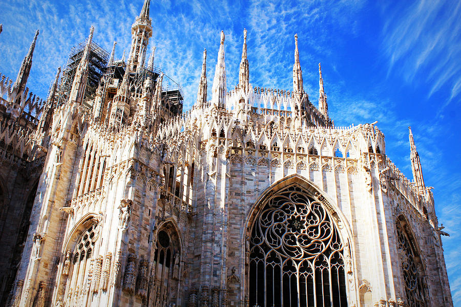 Milan Church - In His Steps: Milan's Duomo : The last gate was inaugurated on 1965. - Misteri Kasus