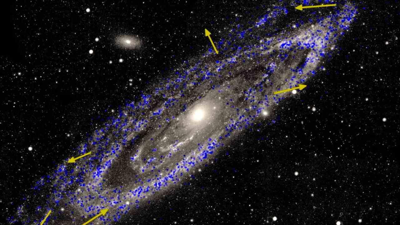 hight resolution of two neighbouring galaxies are coming at our milky way in 4 5 billion years