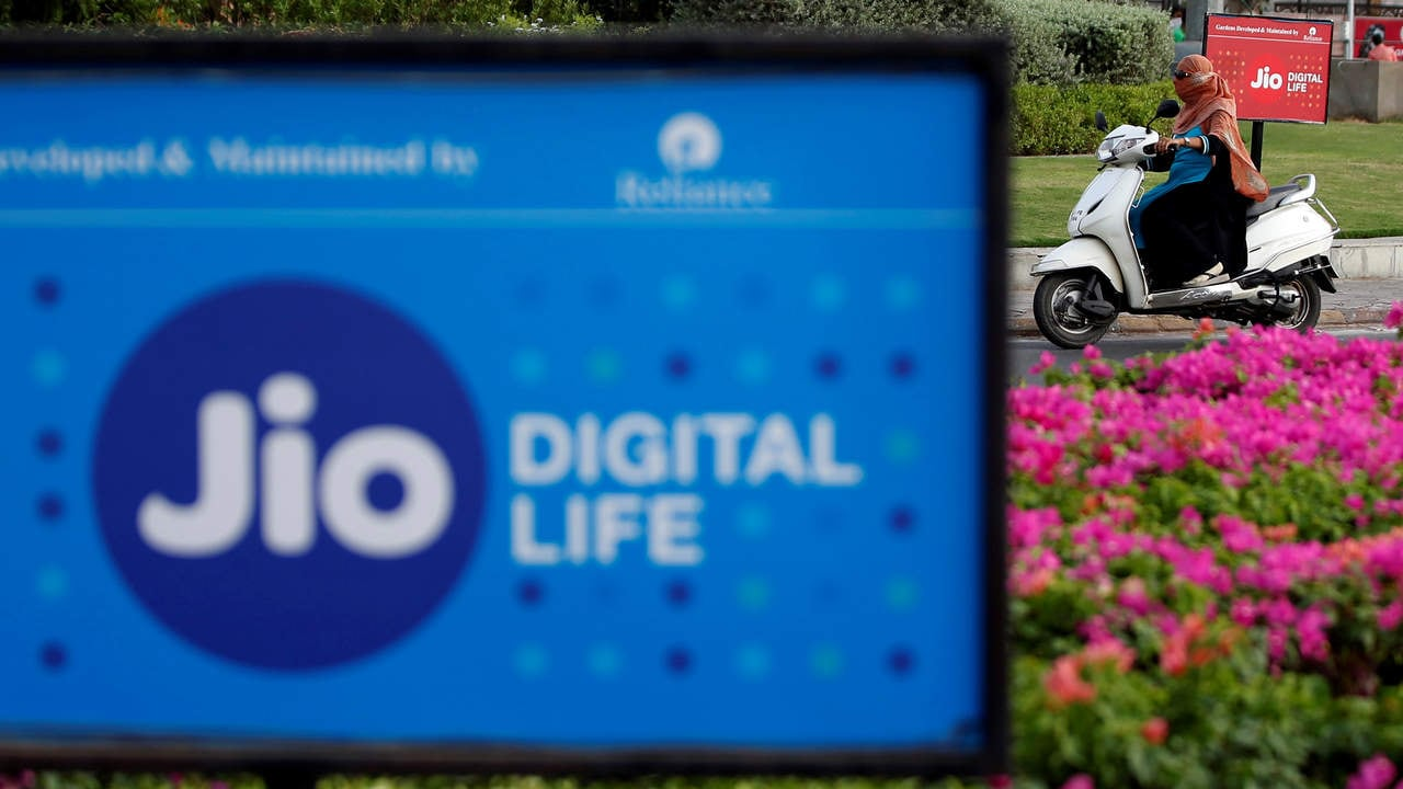Reliance Jio will make all domestic voice calls for free starting 1 January 2021 as IUC regime comes to an end- Technology News, Gadgetclock